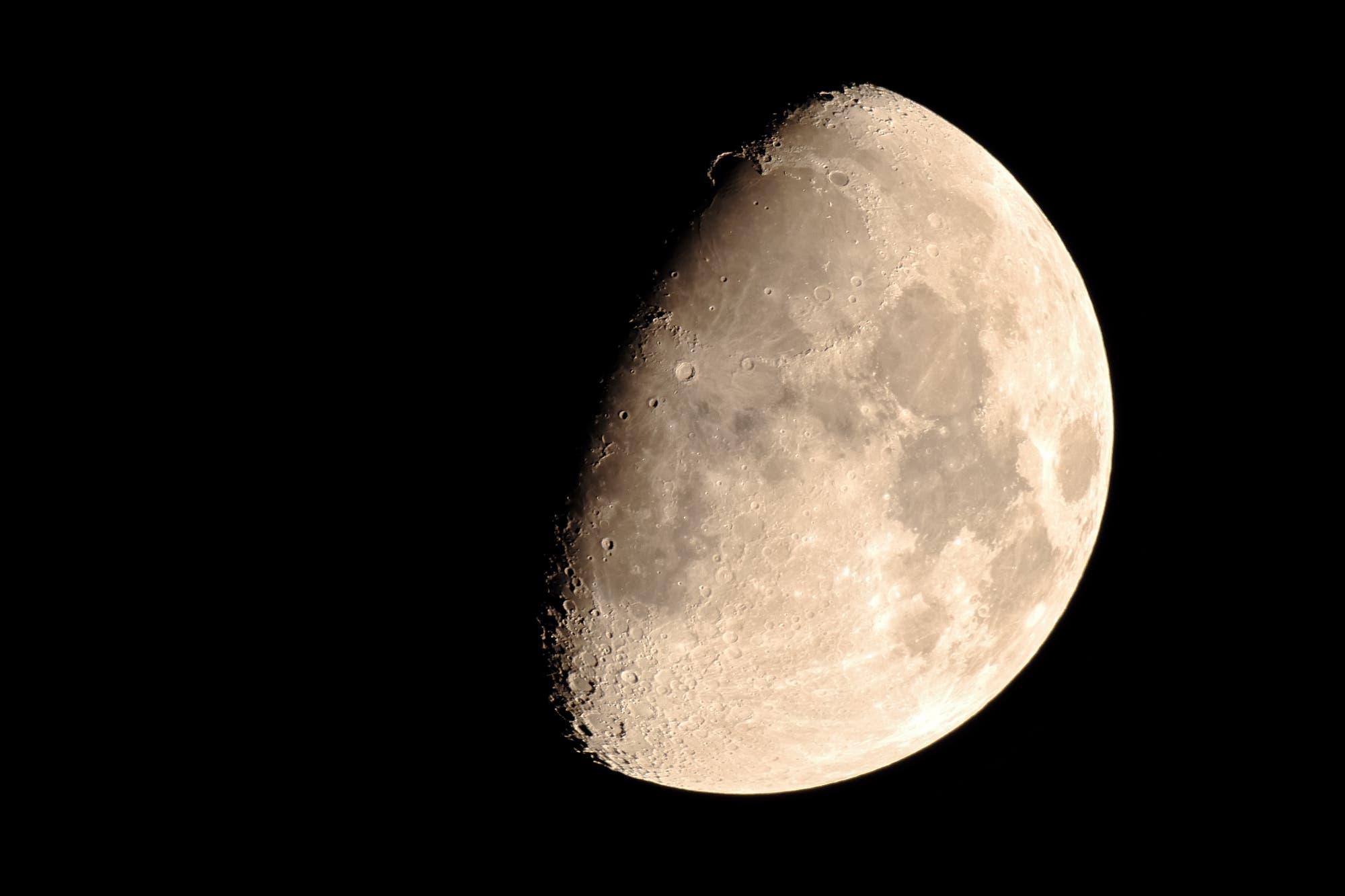 Der Goldene Henkel auf dem zunehmnden Mond