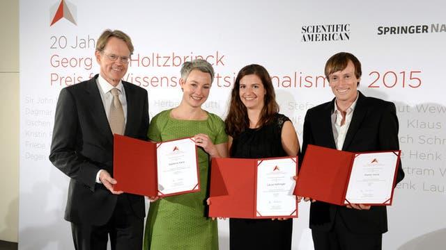 Stefan von Holtzbrinck mit den Preisträgern