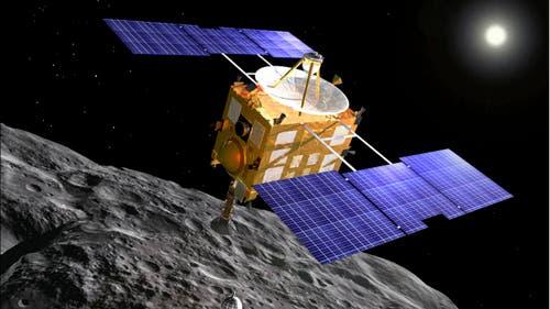 Raumsonde Hayabusa beim Asteroiden Itokawa