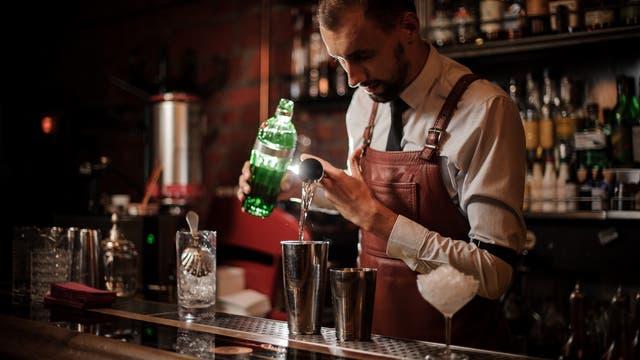 Vollständig alkoholfrei sind hingegen einige Spirituosen-Imitate, bei deren Herstellung kein Alkohol zum Einsatz kommt.