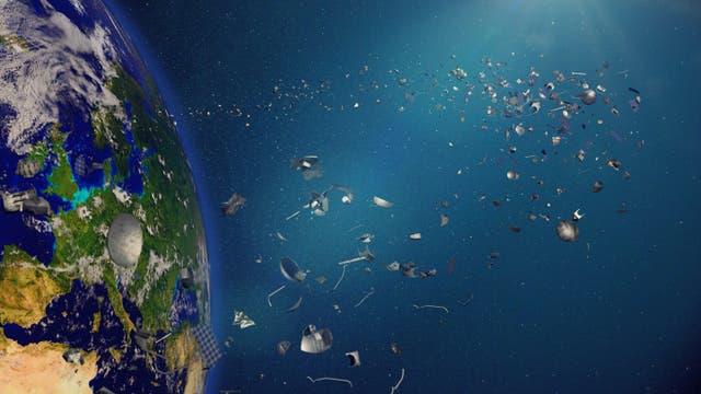 Links die Erde, angeschnitten, rechts haufenweise Trümmerstücke, von denen hier unrealistisch viele auf unrealistisch engem Raum durch den Weltraum schweben.