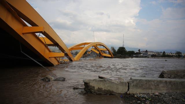 Brücke in Palu nach dem Tsunami