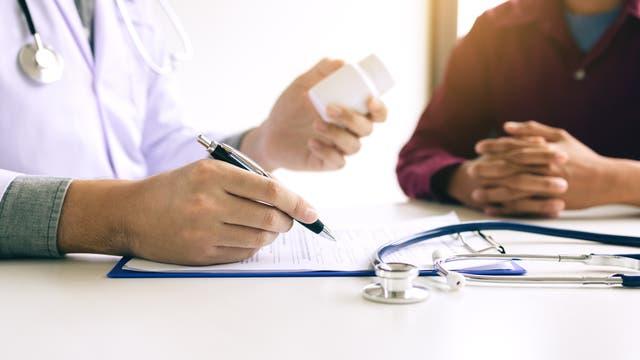 Arzt und Patient im Gespräch