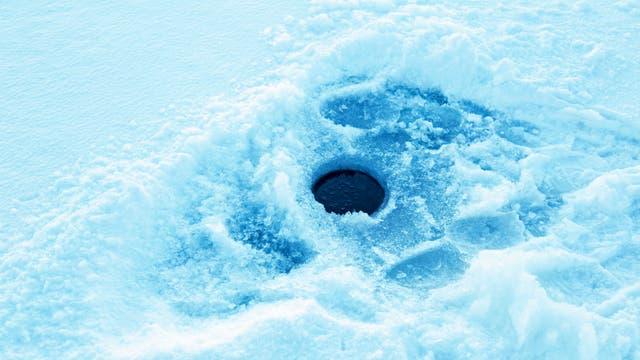 Rundes Loch im Eis