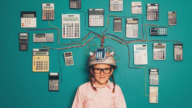 Mädchen mit Freude an Mathematik und Technik unter Hirn-Taschenrechner-Interface
