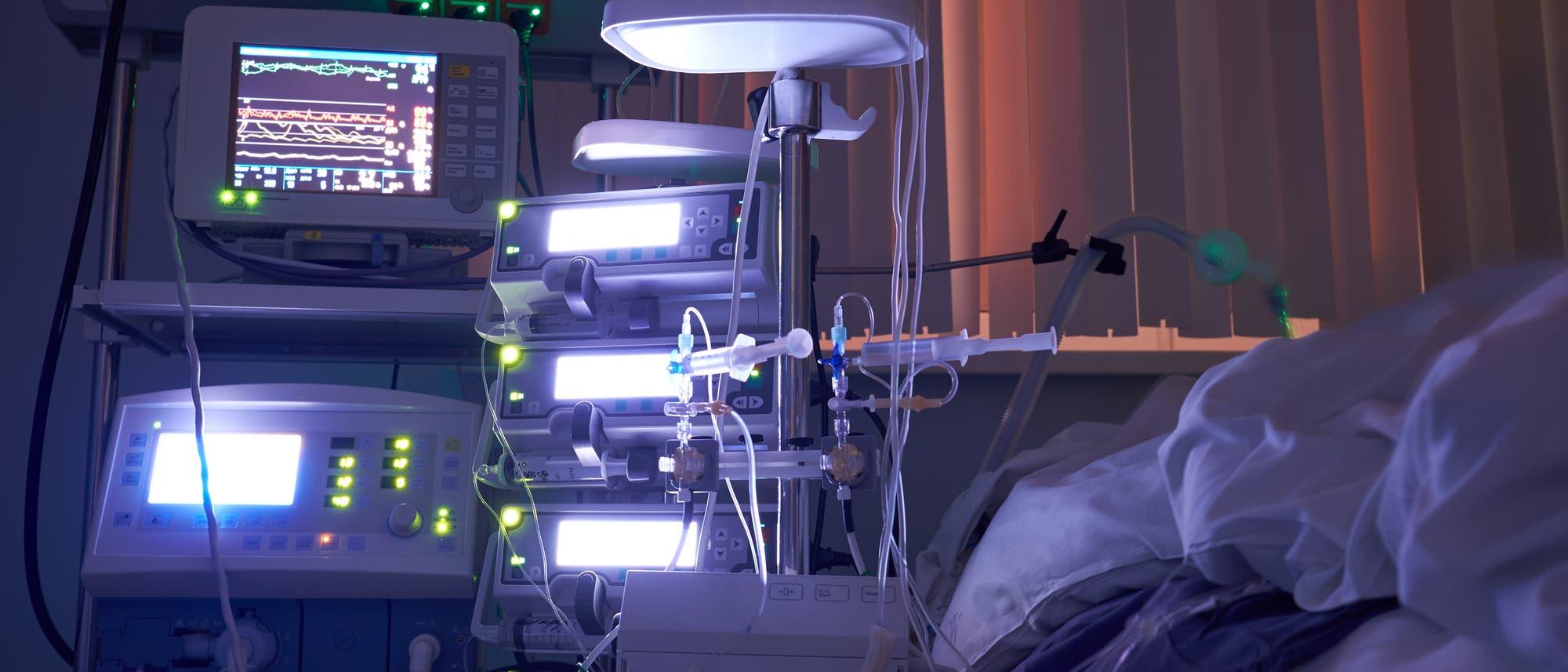 Intensivstation bei Nacht