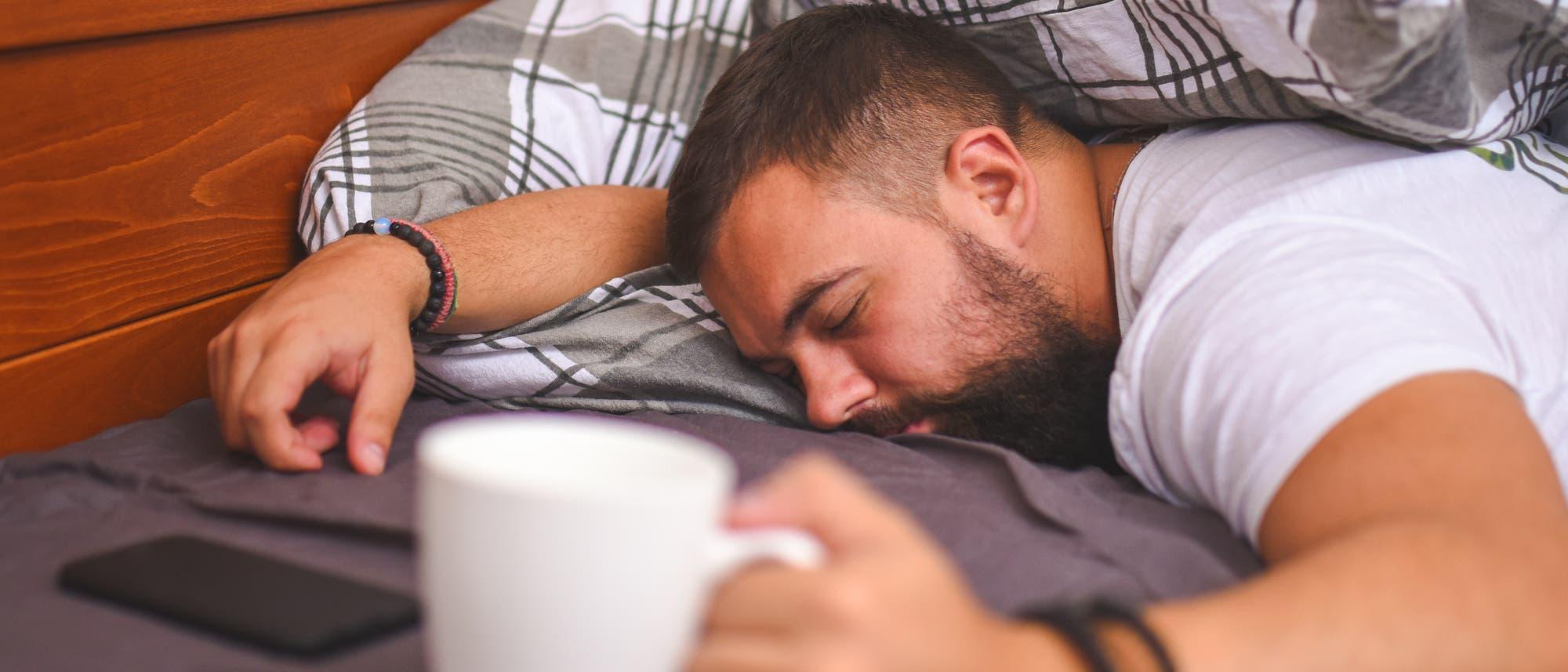 Aufwachen mit Kaffee und Kater