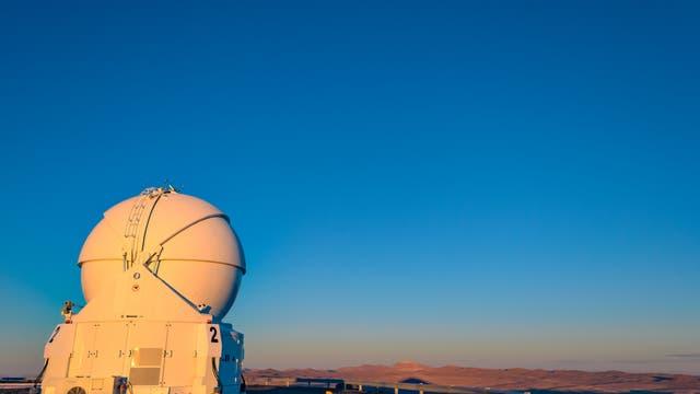 eines der vier Hilfsteleskope des Very Large Telescope (VLT)