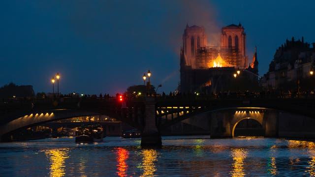 Notre-Dame steht in Flammen