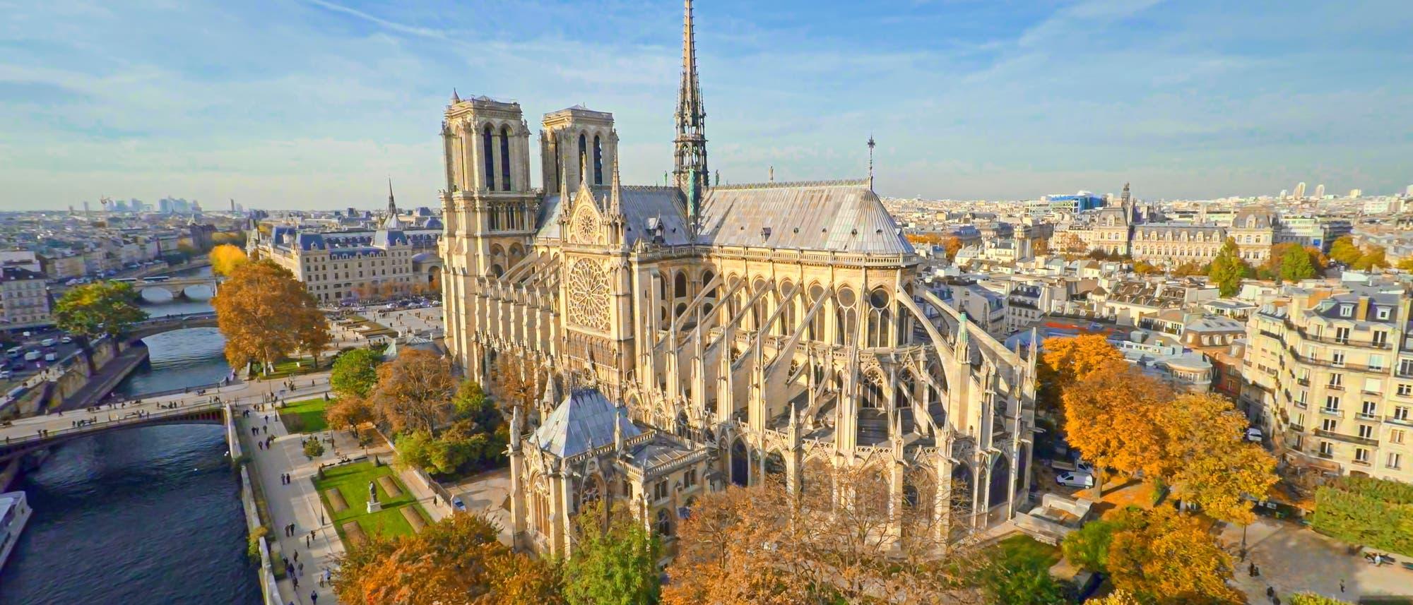 Notre-Dame mit Blick auf Chor und südliches Querhaus.