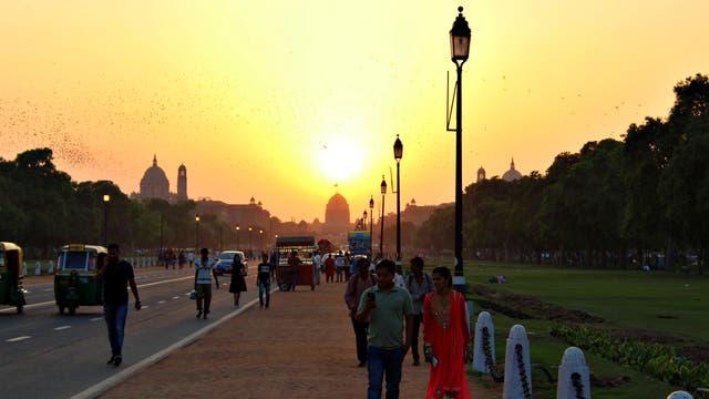 Boulevard vorm Präsidentenpalast in Delhi.
