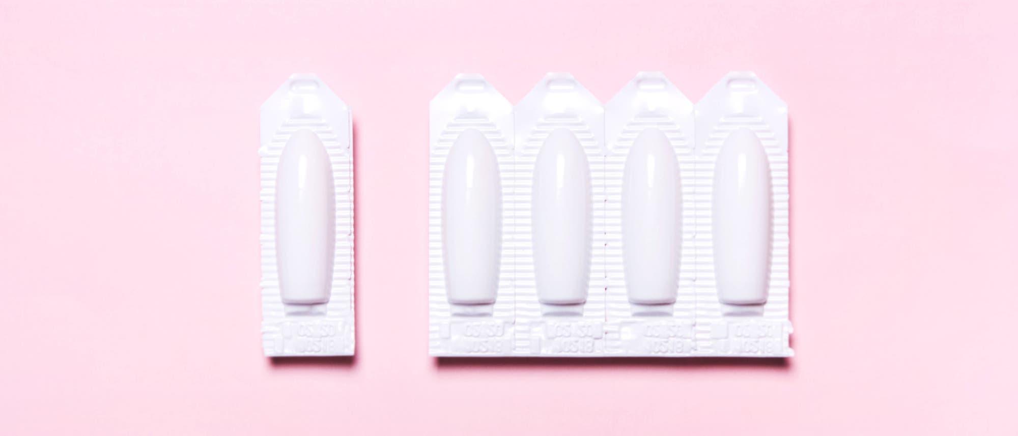 Zäpfchen und Creme mit Clotrimazol sollen Pilzinfektionen in der Scheide bekämpfen.