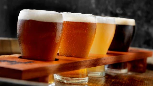 Verschiedene Sorten Bier in Gläsern.