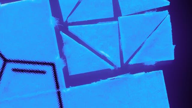 LSD-Pappe in kleine Stücke zerteilt