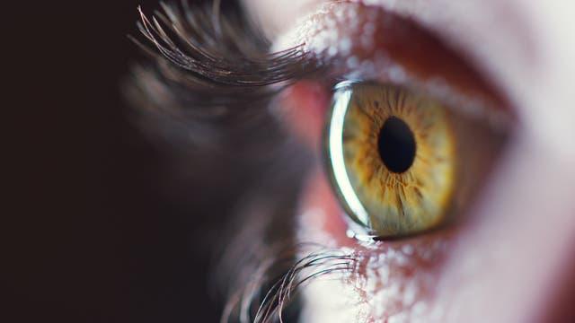 Ein Auge (mit Pupille)