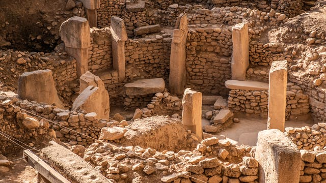 Die Monumente von Göbekli Tepe sind zirka 11 600 Jahre alt. Womöglich trafen sich dort einst Gruppen von Jägern und verzehrten reichlich Getreidegerichte - und Bier.