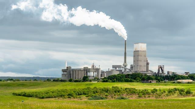 Zementfabrik im schottischen Dunbar