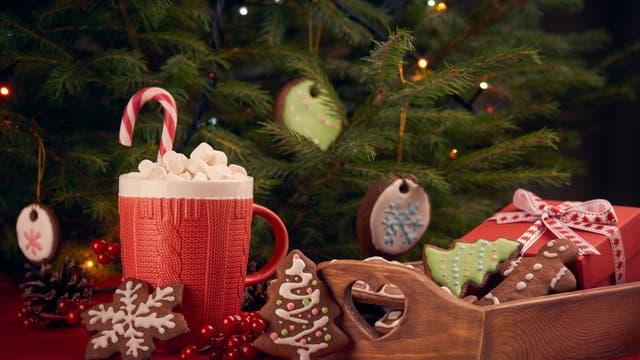 Marshmallows, Lebkuchen und Geschenke unterm Weihnachtsbaum