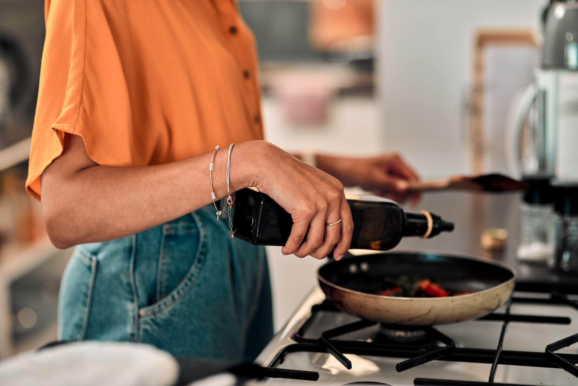 Ernährungswissenschaftler sind zuversichtlich, dass ein regelmäßiger Konsum von Rapsöl vergleichsweise gesund ist.