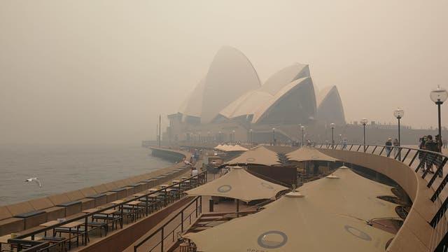 Das Opernhaus von Sydney ist in den Smog der Brände gehüllt