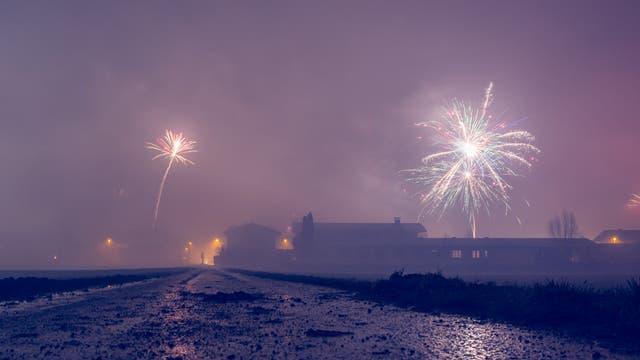 Feuerwerk im Rauch