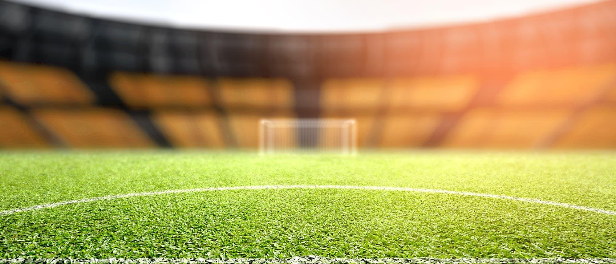 Ein Fußballfeld, kleiner als das Saarland