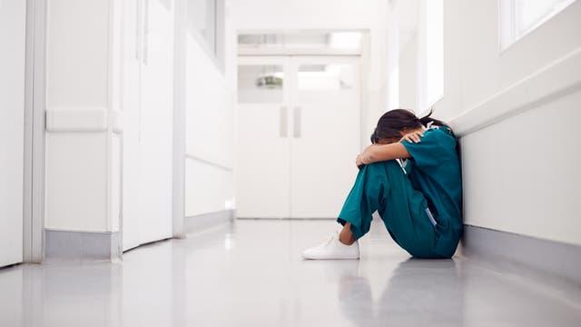 Wegen Corona sind Mediziner derzeit in einer Ausnahmesituation: immer unter Strom, immer in Sorge, die Schutzkleidung könnte ausgehen oder die Fallzahlen könnten steigen.