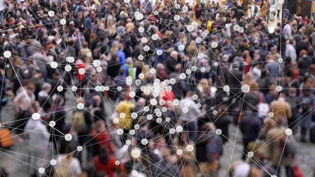 Je mehr Menschen Kontakt haben, desto größer die Chance, ein Virus weiterzugeben.