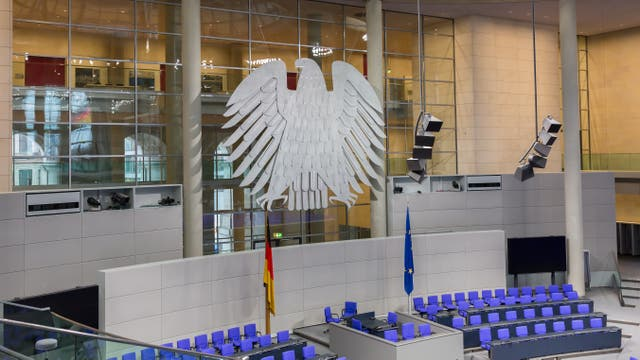 Blick in den leeren Plenarsaal des Deutschen Bundestages