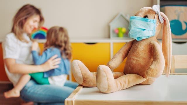Kinder in Baden-Württemberg haben sich zumindest bisher nicht so häufig mit Sars-CoV-2 angesteckt wie Erwachsene.