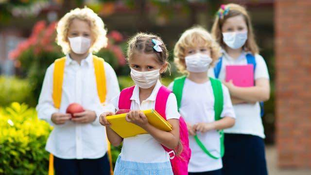 Kinder mit Mundschutz (Symbolbild)