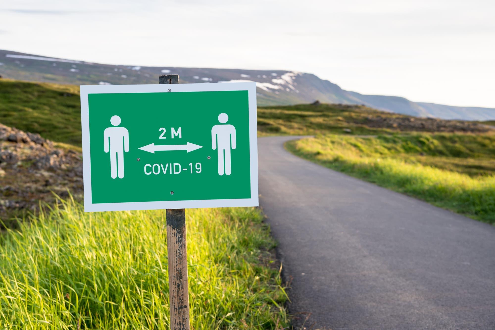 Die isländische Regierung war gut auf Covid-19 vorbereitet und verabschiedete Anfang Januar, zwei Monate vor der Ankunft des Virus, einen nationalen Bereitschaftsplan für eine Pandemie.