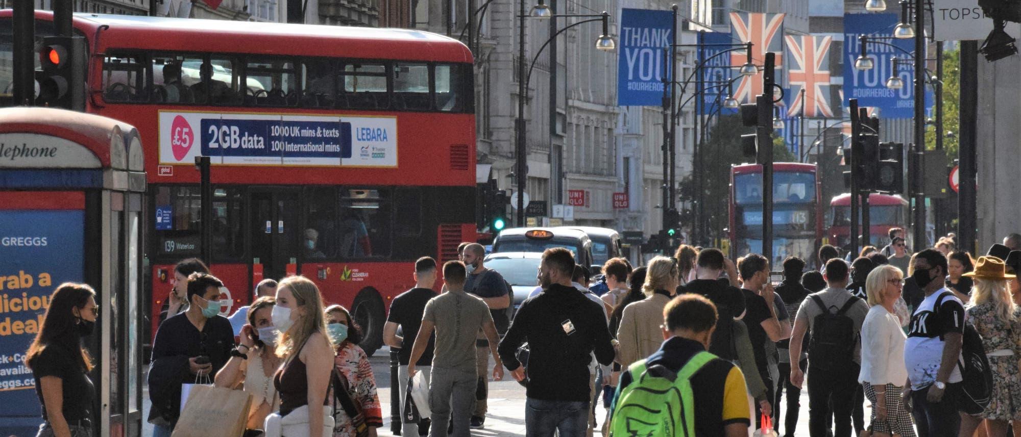 Menschen in Großbritannien während der Pandemie