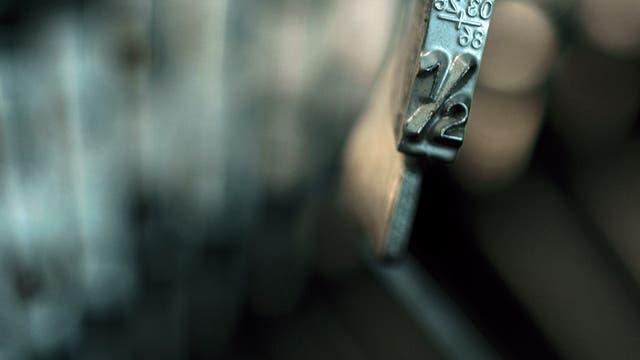 Die 1/2 auf einer alten Schreibmaschine