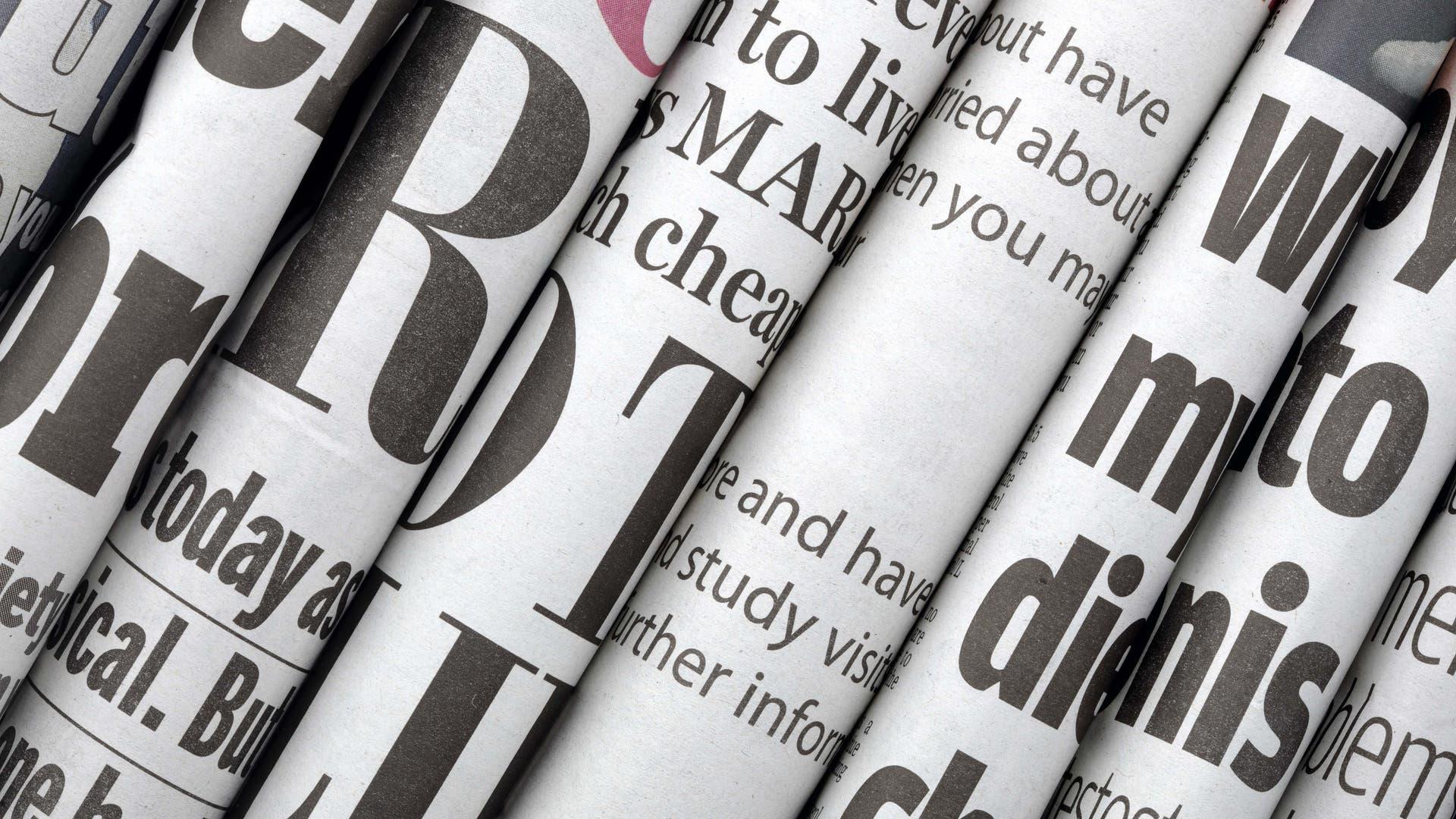 Reihe von englischsprachigen Zeitungen