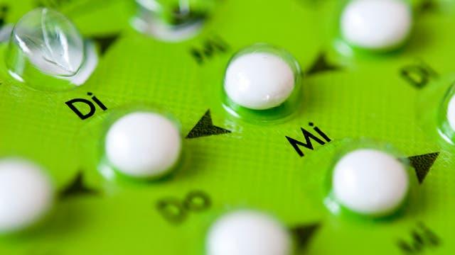 Ein grünes Päckchen Antibabypille.