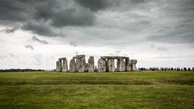 Stonehenge mit Besuchermassen im Jahr 2013