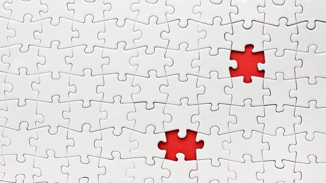 Ein Puzzle mit zwei fehlenden Teilen