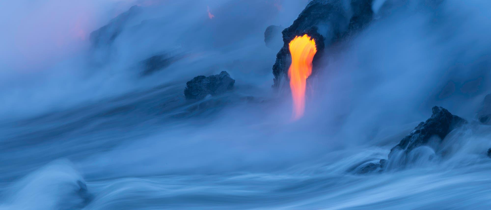 Lava im Meer (Symbolbild)