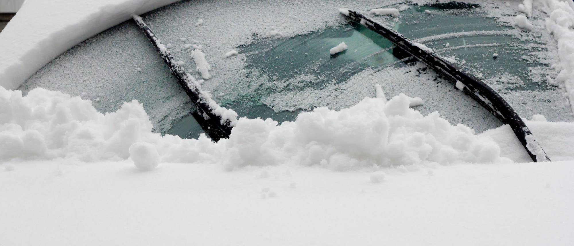 Eis und Schnee auf der Frontscheibe