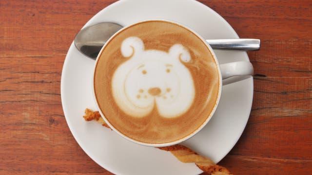 Hund im Kaffee