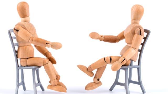 Bei der Behandlung greifen Psychotherapeuten auf ganz unterschiedliche Methoden zurück. Eins aber ist immer wichtig: zuhören können.