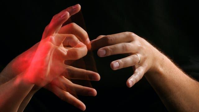 Zwei Hände zeigen die Gebärde für Dolmetscher