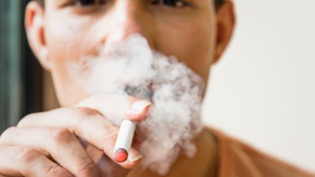 Erleichtern E-Zigaretten den Einstieg in die Nikotinsucht?