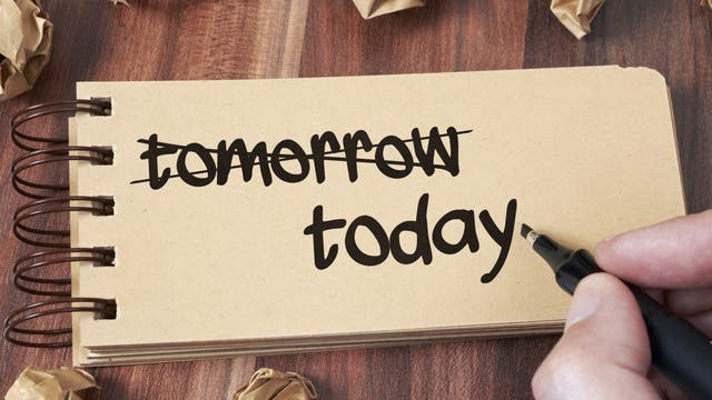 Zettel mit der Notiz »heute« und nicht »morgen«