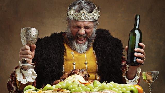 Die Tischmanieren dieses Königs lassen zu wünschen übrig
