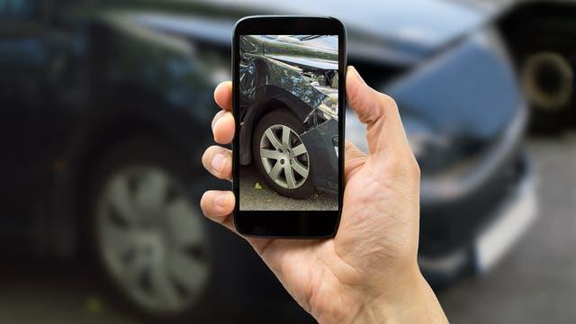 Aus den Bildern vom Unfall errechnet eine KI, wie teuer es wird