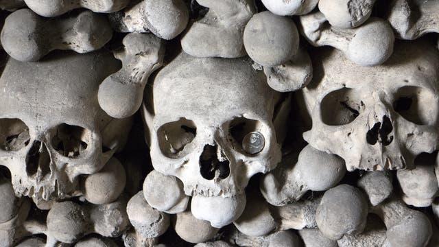 Knochen in Katakomben