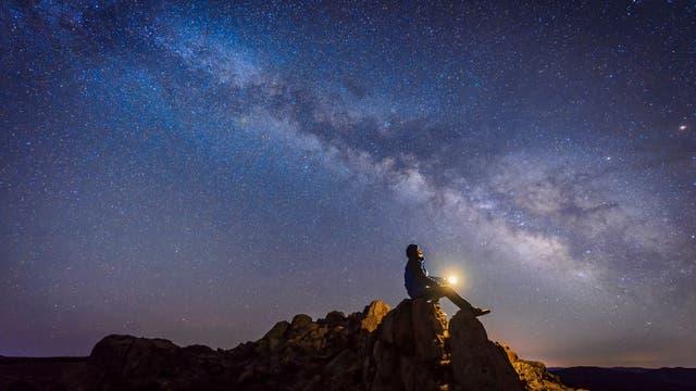 Blick in die Sterne von Berggipfel