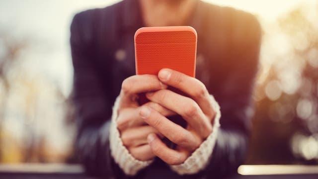 Mensch mit Smartphone